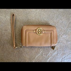 Tory Burch Amanda smart phone wristlet